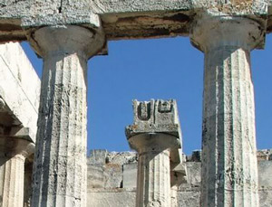 U cutout detail of pillar