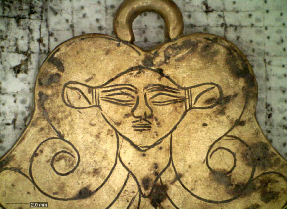 gold pendant showing Hathor from Pylos